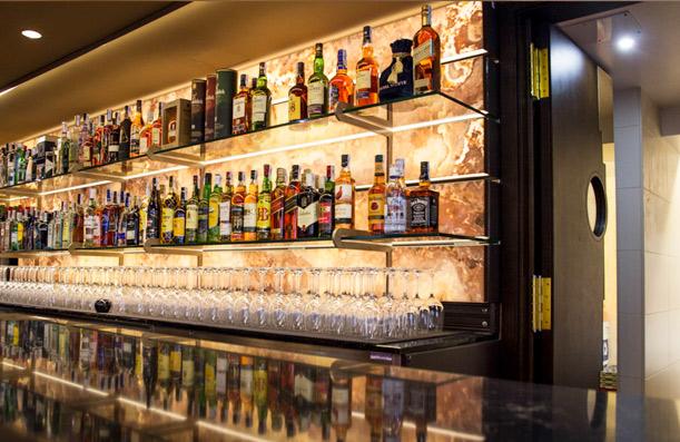 Hosteler a obras realizadas cano carpinteria - Estanterias para bares ...